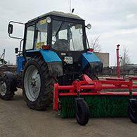 Аренда трактора для уборки территории щетка подметальная