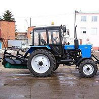 Трактор с щеткой Беларусь МТЗ-82