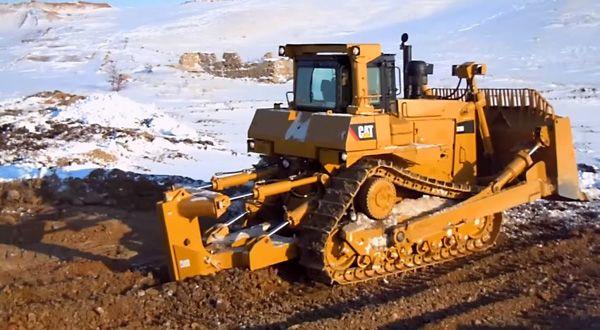 Бульдозер Caterpillar D9R в работе