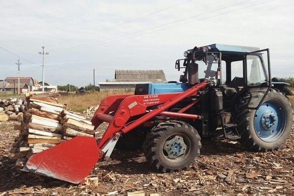 Колесный трактор ЛТЗ-60 в работе