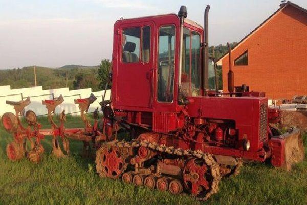 Трактор гусеничный Т-70 с навесным оборудованием