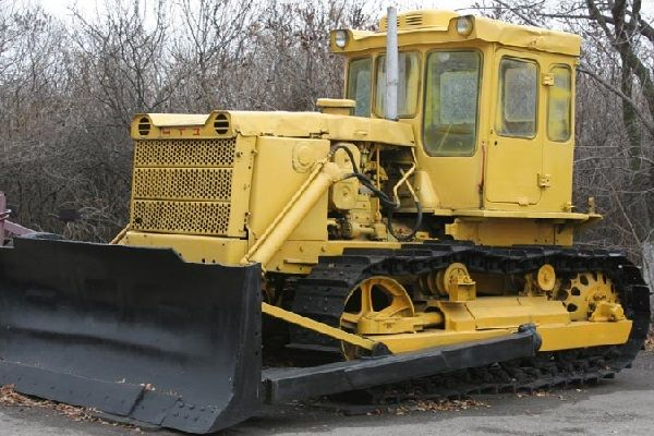 Трактор гусеничный Т-130