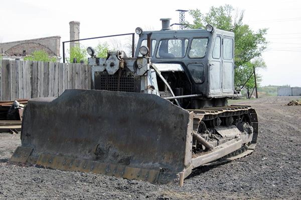 Основное навесное оборудование трактора Т-100
