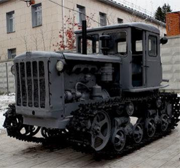 traktor-DT-54