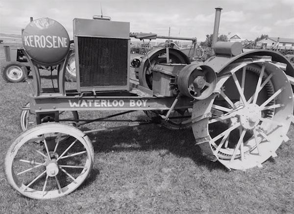 Первый трактор компании John Deere - Waterloo Boy