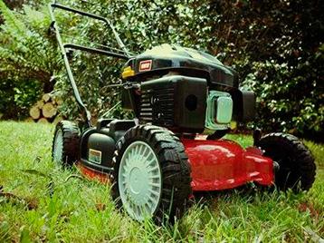 Как выбрать самоходную газонокосилку